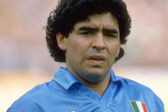 Diego Armando Maradona è morto, stroncato da un infarto a 60 anni: il calcio è in lacrime